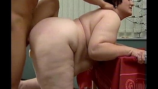 Nasty fat woman gets horny getting her