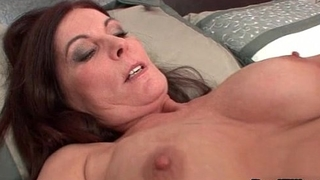 Mature brunette woman goes crazy sucking