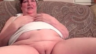 Nasty chunky housewive gets horny rubbing